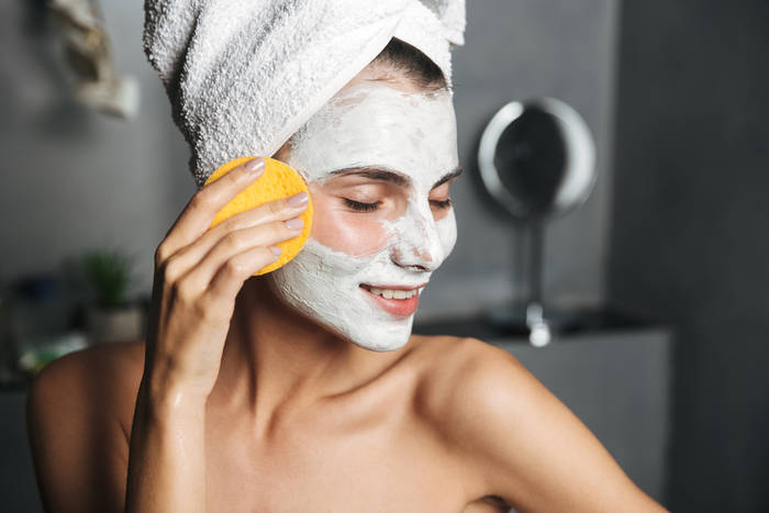 woman doing skin care